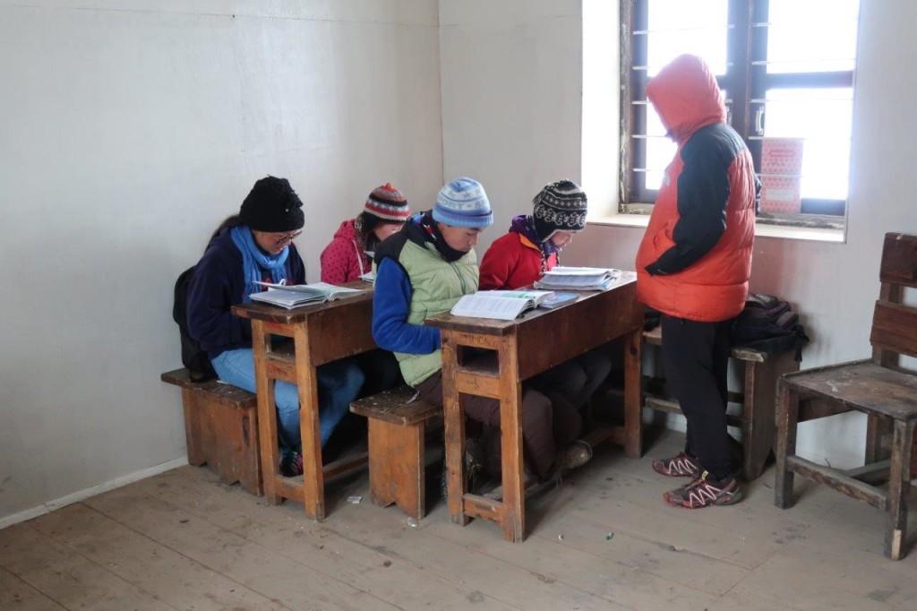 6. nap, Thame. Esett a hó, a szállásadóm elvitt az iskolába, ahol épp órák folytak