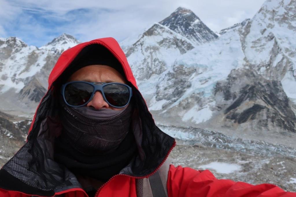 Kala Patthar, 5550 (?) m. NAGYON hideg volt. Egyedül a csúcson.