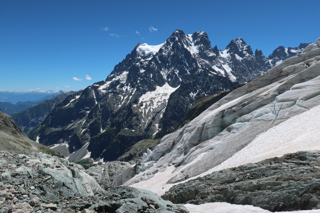 gleccser vége, háttérben a Pelvoux