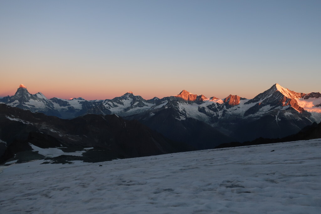 Matterhorn, Zinalrothorn, Weisshorn a reggeli fényben