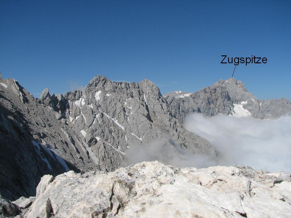 Jubileumsgrat szite teljes hossza, a végén a Zugspitzével