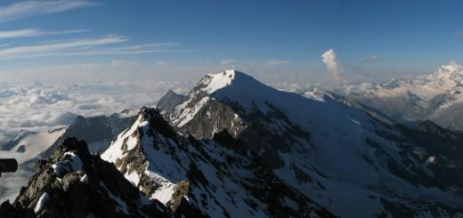 Panoráma a Lagginhornról, Weissmies-szel és felhős olasz oldallal